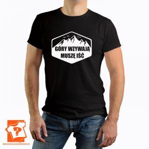 Koszulki góry wzywają muszę iść - męska t-shirt z nadrukiem