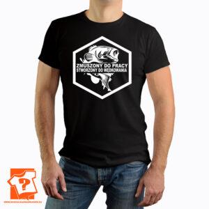 Zmuszony do pracy stworzony do wędkowania - koszulka z nadrukiem