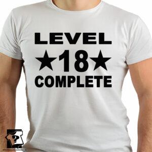 Level 18 complete – śmieszny prezent na 50 urodziny – koszulki z nadrukiem