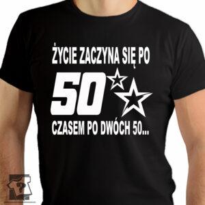 Życie zaczyna się po 50 czasem po dwóch 50 - koszulka z nadrukiem - śmieszny prezent na 50 urodziny